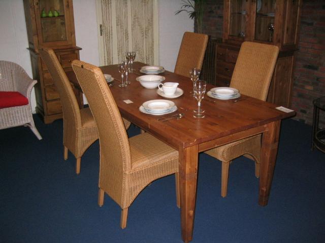 Grenen Eettafel En Stoelen.Grenen Tafel Lloyd Loom Stoelen En Rotan Rieten Meubelen